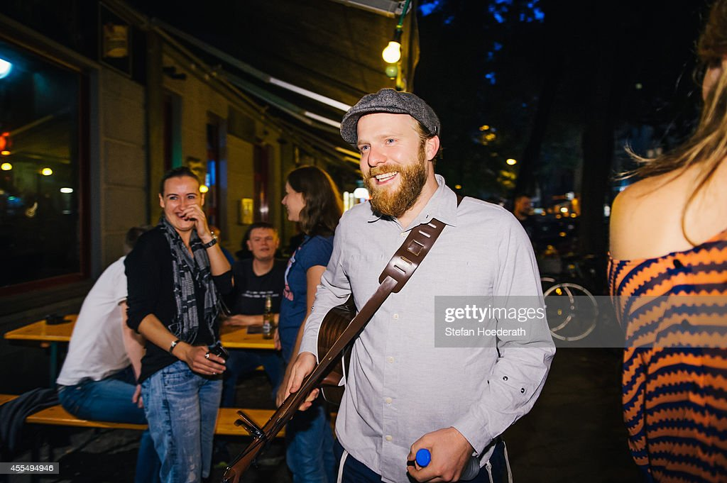 British singer Alex Clare arrives to perform an acoustic set during a secret concert on the streets of Berlin on September 15 2014 in Berlin Germany