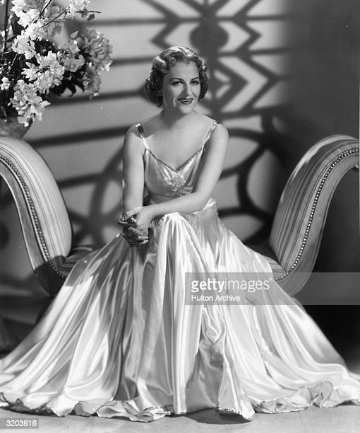 Gracie fields stock photos and pictures getty images for Divan singer