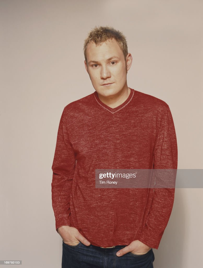 British singer and songwriter <a gi-track='captionPersonalityLinkClicked' href=/galleries/search?phrase=David+Gray&family=editorial&specificpeople=224673 ng-click='$event.stopPropagation()'>David Gray</a>, circa 2002.