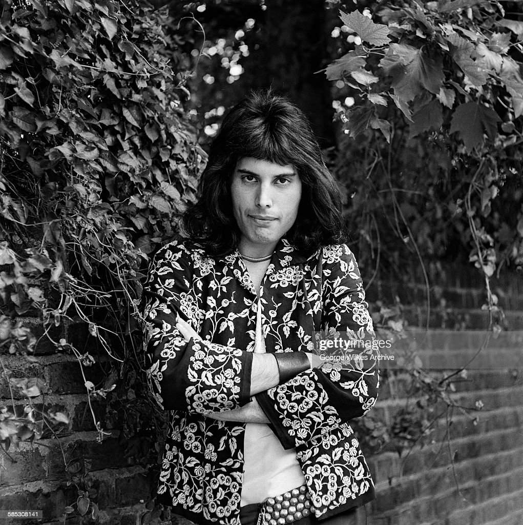 British singer and songwriter Freddie Mercury (1946 - 1991), lead vocalist of the rock band Queen.
