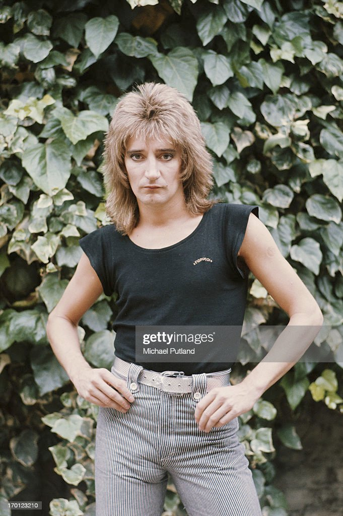 British singer and songwriter <a gi-track='captionPersonalityLinkClicked' href=/galleries/search?phrase=Rod+Stewart&family=editorial&specificpeople=160467 ng-click='$event.stopPropagation()'>Rod Stewart</a> at his home in London, 17th June 1976.