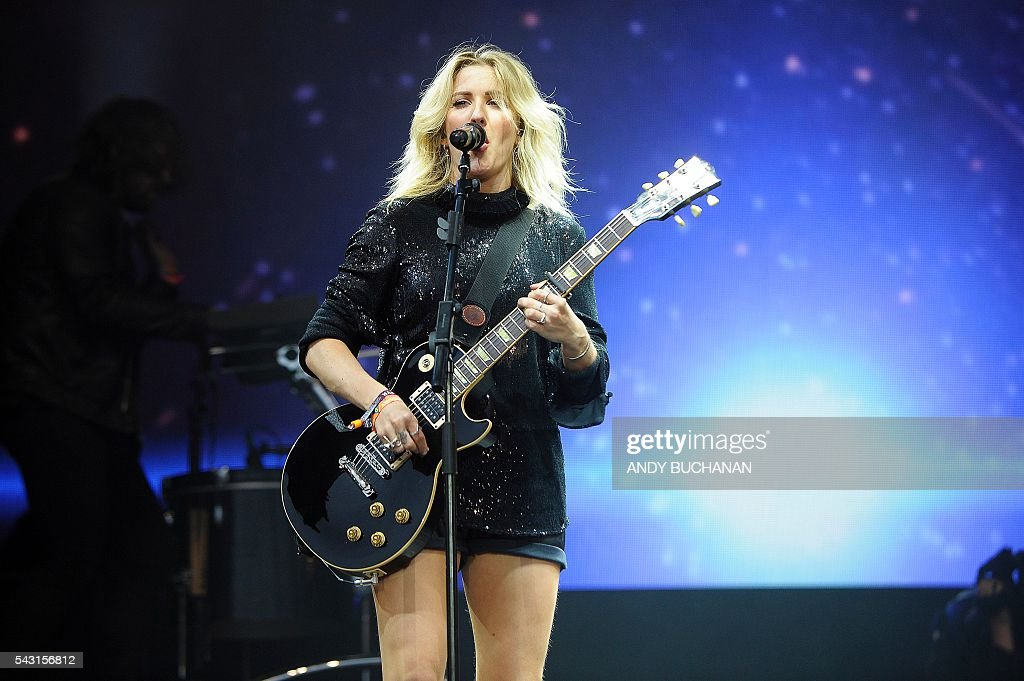 British singer Ellie Goulding performs on the Pyramid Stage on day five of the Glastonbury Festival of Music and Performing Arts on Worthy Farm near the village of Pilton in Somerset, South West England on June 26, 2016. / AFP / Andy Buchanan