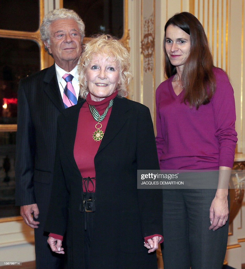British singer Petula Clark (C) poses with her husband Claude Wolff (L) and French Culture Minister Aurelie Filippetti on November 21, 2012 after receiving the Commander of the Order of Arts award during a ceremony at the Culture Ministry in Paris.