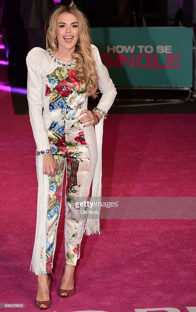 British singer Tallia Storm poses on the red carpet during arrivals for the European premiere of How To Be Single in London on February 9, 2016. / AFP / LEON NEAL