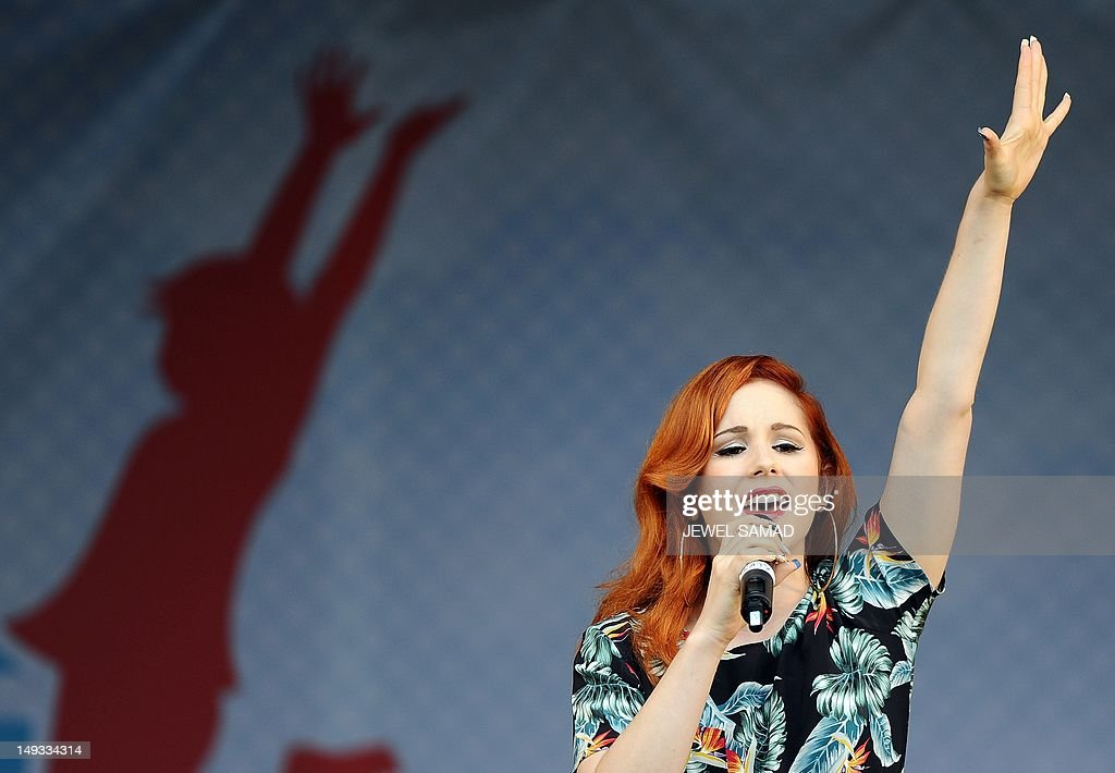 British singer-songwritter Katy B performs during US First Lady Michelle Obama's 'Let's Move-London' event at the Winfield House in London on July 27, 2012, hours before the start of the London 2012 Olympic Games. AFP PHOTO/Jewel Samad