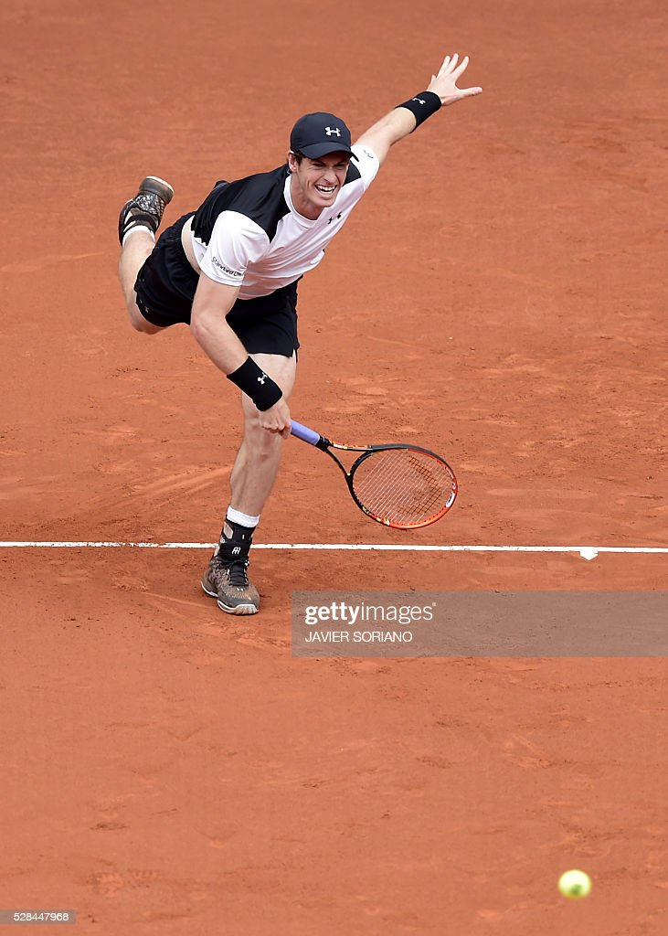 British tennis player Andy Murray serves to French tennis player Gilles Simon during the Madrid Open tournament at the Caja Magica (Magic Box) sports complex in Madrid on May 5, 2016. / AFP / JAVIER