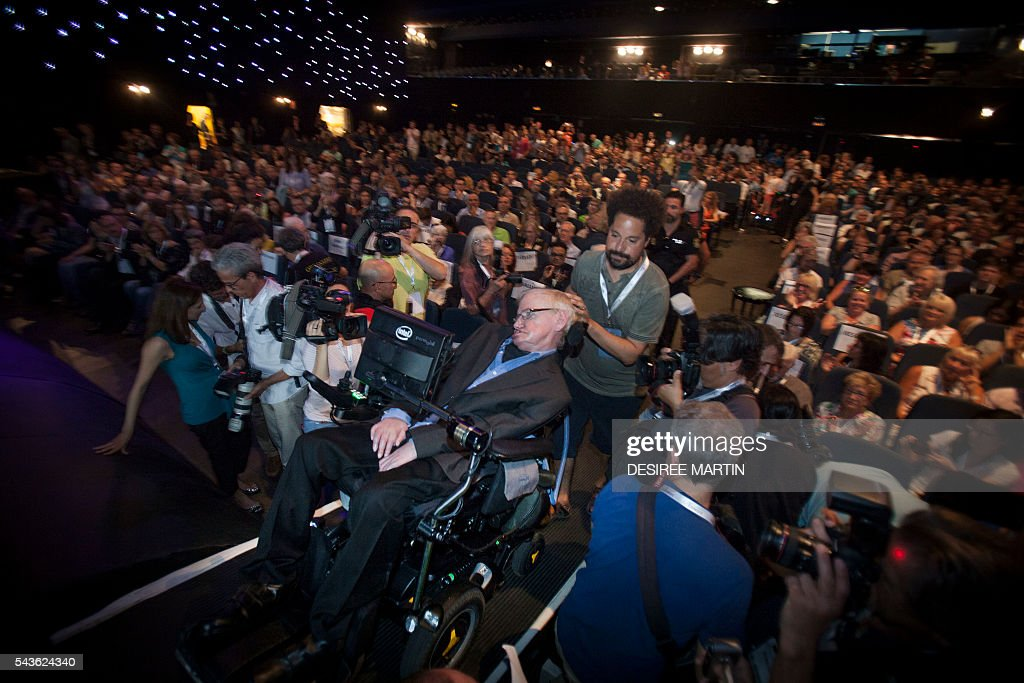British theoretical physicist professor Stephen Hawking is assisted to the stage before a lecture entitled: 'A Brief History of Mine' during the Starmus Festival on the Spanish Canary island of Tenerife on June 29, 2016 / AFP / DESIREE