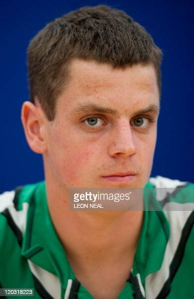 British triathlete <b>Jonathan Brownlee</b> att - british-triathlete-jonathan-brownlee-attends-a-press-conference-in-picture-id120318223?s=594x594