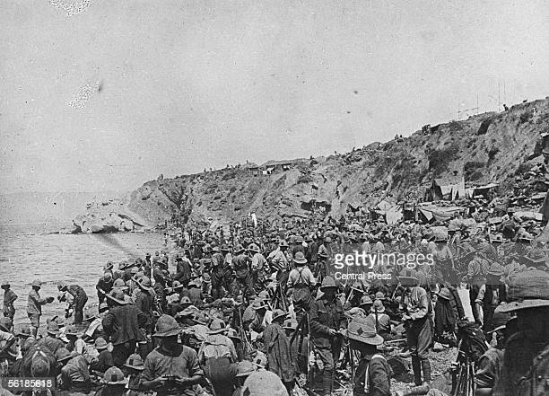 British troops of the IX Corps on the beach after landing at Suvla on the Aegean coast of the Gallipoli peninsula in Turkey before the August...