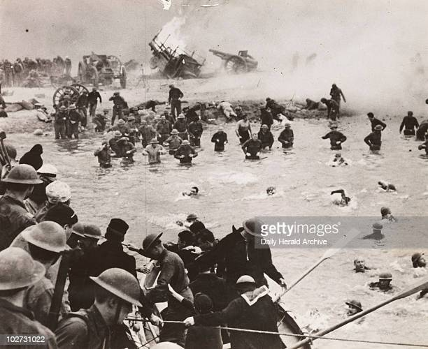 British troops on the beach at Dunkirk film reconstruction 30 August 1941 Scene from the film 'A Yank in the RAF' showing British troops being...