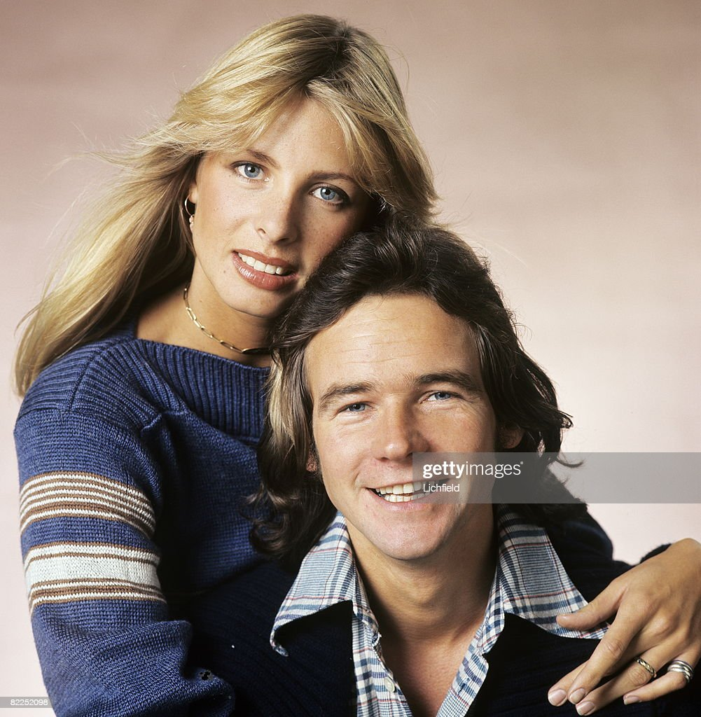 British World Championship Grand Prix motorcycle road racer Barry Sheene, photographed in the Studio with his wife Stephanie on 4th November 1976. (Photo by Lichfield/Getty Images).