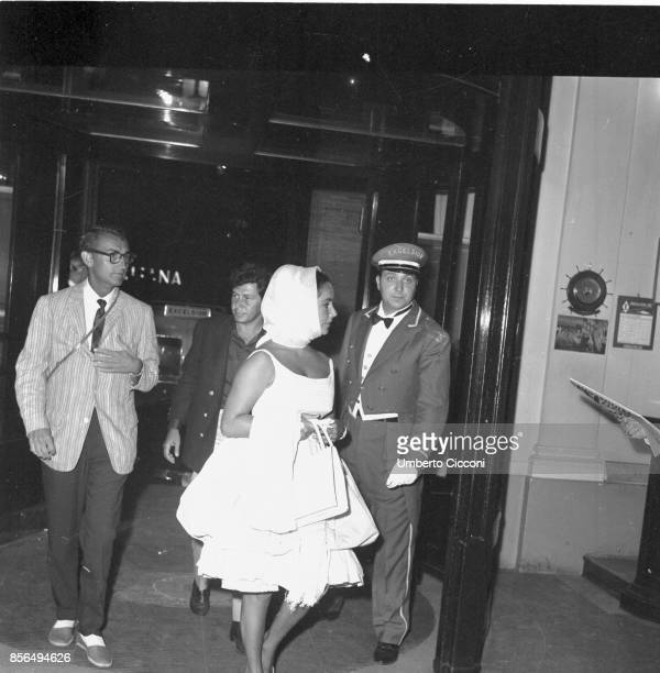 BritishAmerican actress Elizabeth Taylor with the American singer Eddie Fisher at the Hotel Excelsior Rome 1960