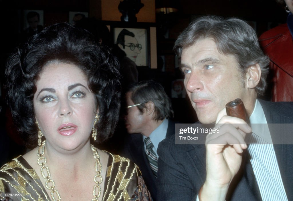 British-born American actress Elizabeth Taylor (1932 - 2011) and her husband, American politician John Warner attend the New York Film Critics Awards dinner at Sardi's restaurant, New York, New York, January 1977.
