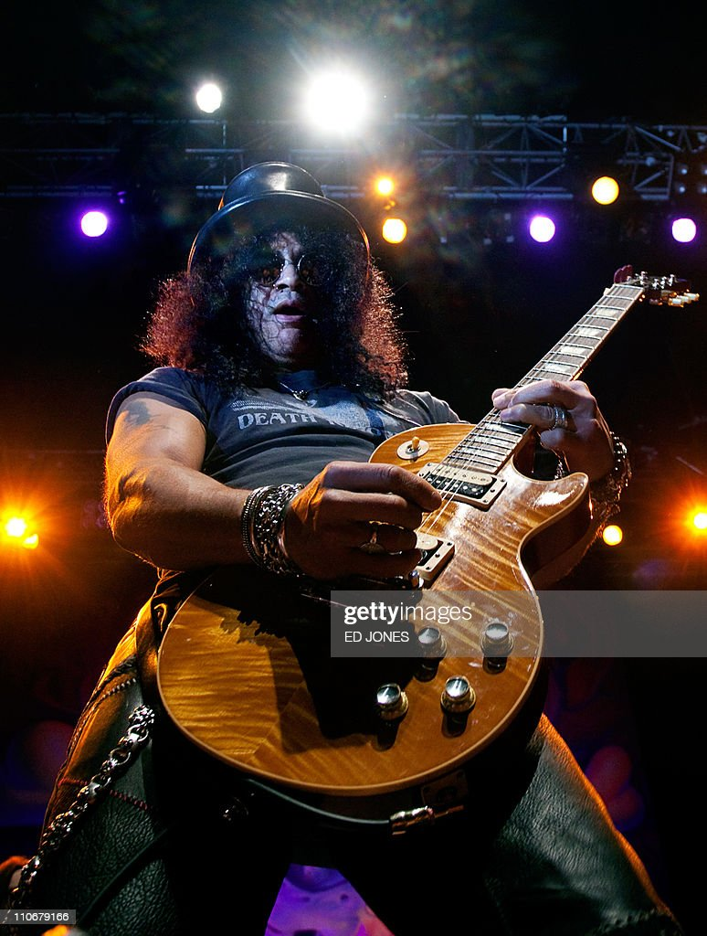 British-born US guitarist Slash performs in Hong Kong on March 22, 2011. The former Guns n' Roses and Velvet Revolver member was playing the last date of an Asian tour that included concerts in Bangkok and Singapore. AFP PHOTO / ED JONES