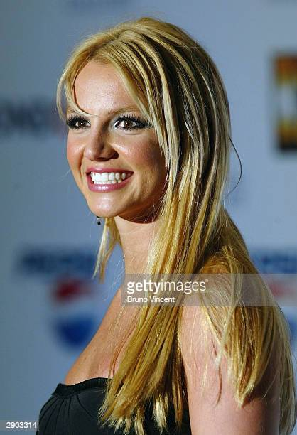 Britney Spears arrives at the 'blue carpet' launch of Pepsi's new TV commecial at the National Gallery on January 26 2004 in London The...