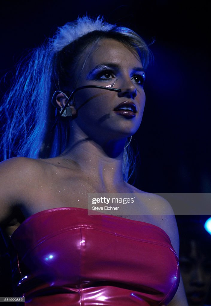Britney Spears performs at Hammerstein Ballroom New York July 7 1999