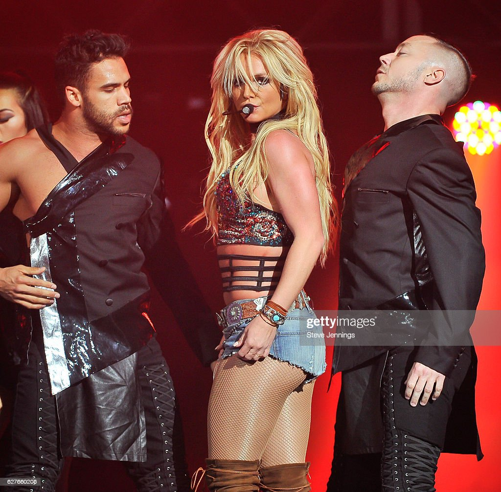 britney-spears-performs-at-the-now-997-triple-ho-show-70-at-sap-on-picture-id627660206?k=6&m=627660206&s=594x594&w=0&h=wUXk21AQkLMFQITeAfyI4RoMucRCGaqmGYVVSS2OqWI=