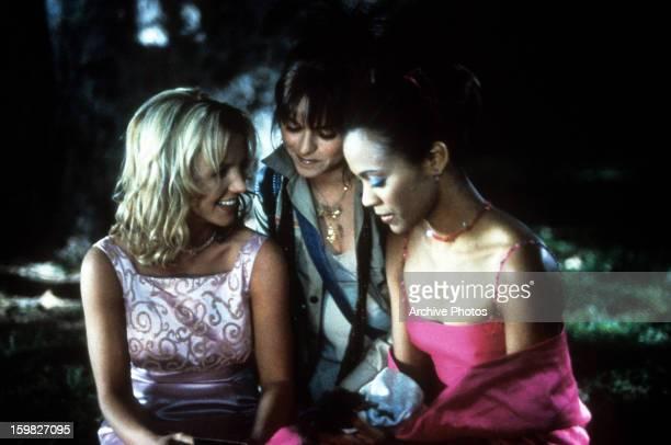 Britney Spears Taryn Manningand Zoe Saldana gathered around in a scene from the film 'Crossroads' 2002