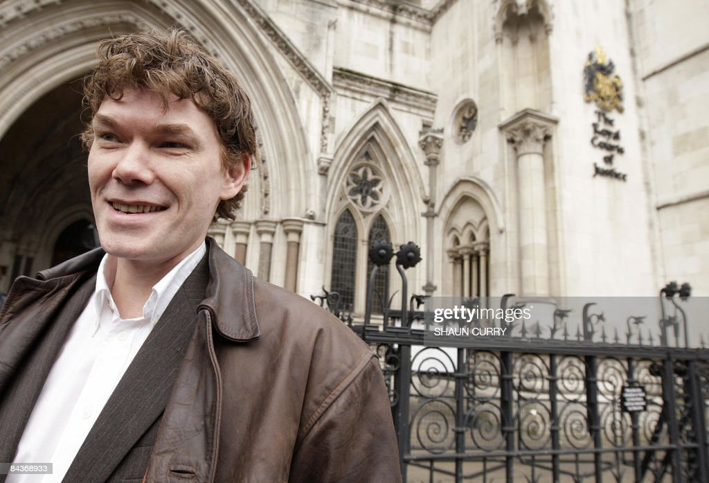 Briton Gary McKinnon leaves the High Court in central London, on January 20, 2009. McKinnon currently faces extradition to the US under anti-terrorism laws following his breaching of US Government computers, dating back to 2001. AFP PHOTO/Shaun Curry