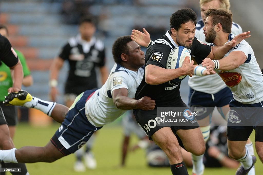 Brive's Australian fullback Alifeleti Mafi (R) is tackled during the French Top 14 rugby union match between Agen and Brive on April 30, 2016 at the Armandie stadium in Agen, southwestern France.