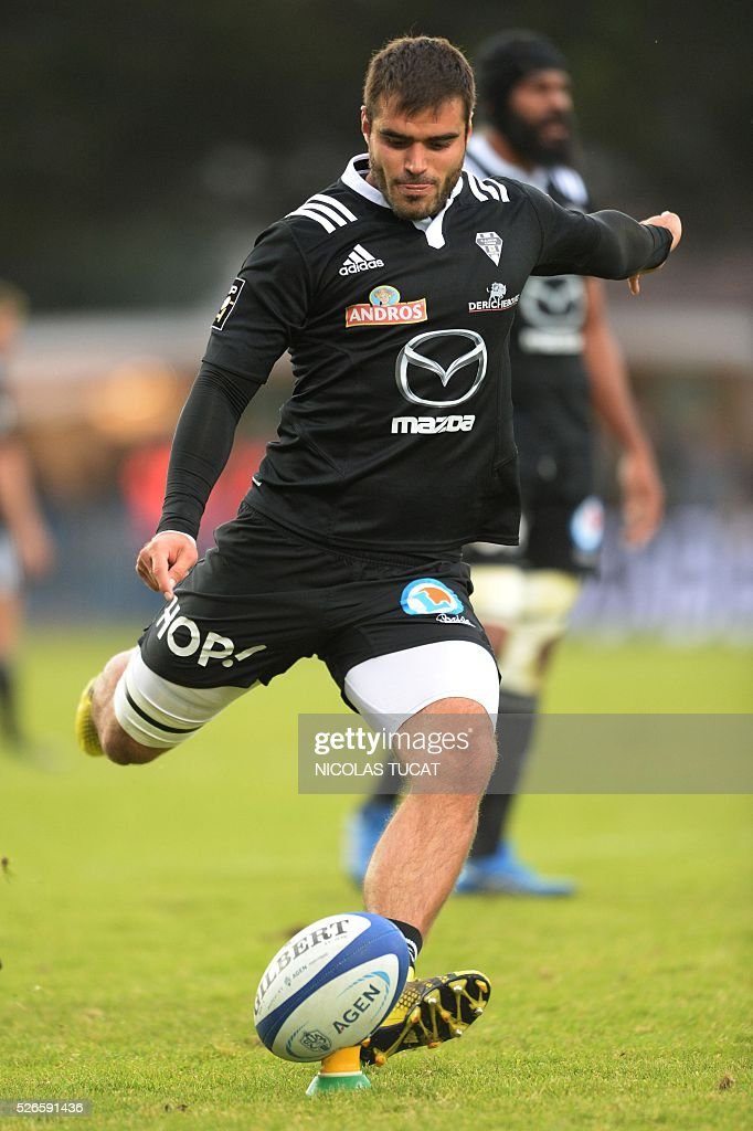 Brive's French fullback Gaetan Germain kicks the ball during the French Top 14 rugby union match between Agen and Brive on April 30, 2016 at the Armandie stadium in Agen, southwestern France.