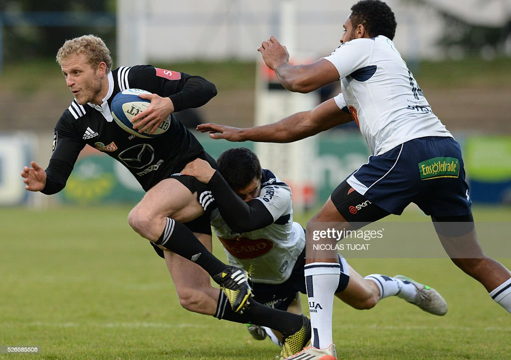 Brive's French wing Guillaume Namy (L) runs with the ball during the French Top 14 rugby union match between Agen and Brive on April 30, 2016 at the Armandie stadium in Agen, southwestern France.