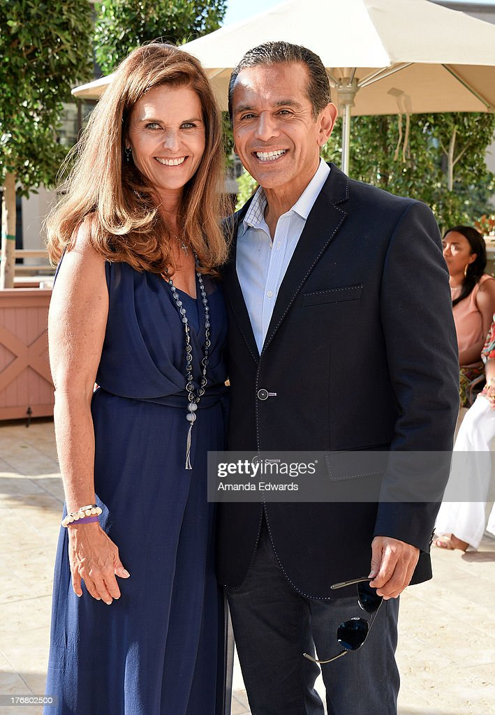 Broadcast journalist <a gi-track='captionPersonalityLinkClicked' href=/galleries/search?phrase=Maria+Shriver&family=editorial&specificpeople=179436 ng-click='$event.stopPropagation()'>Maria Shriver</a> (L) and former Los Angeles Mayor <a gi-track='captionPersonalityLinkClicked' href=/galleries/search?phrase=Antonio+Villaraigosa&family=editorial&specificpeople=178925 ng-click='$event.stopPropagation()'>Antonio Villaraigosa</a> attend the Team Maria benefit for Best Buddies at Montage Beverly Hills on August 18, 2013 in Beverly Hills, California.