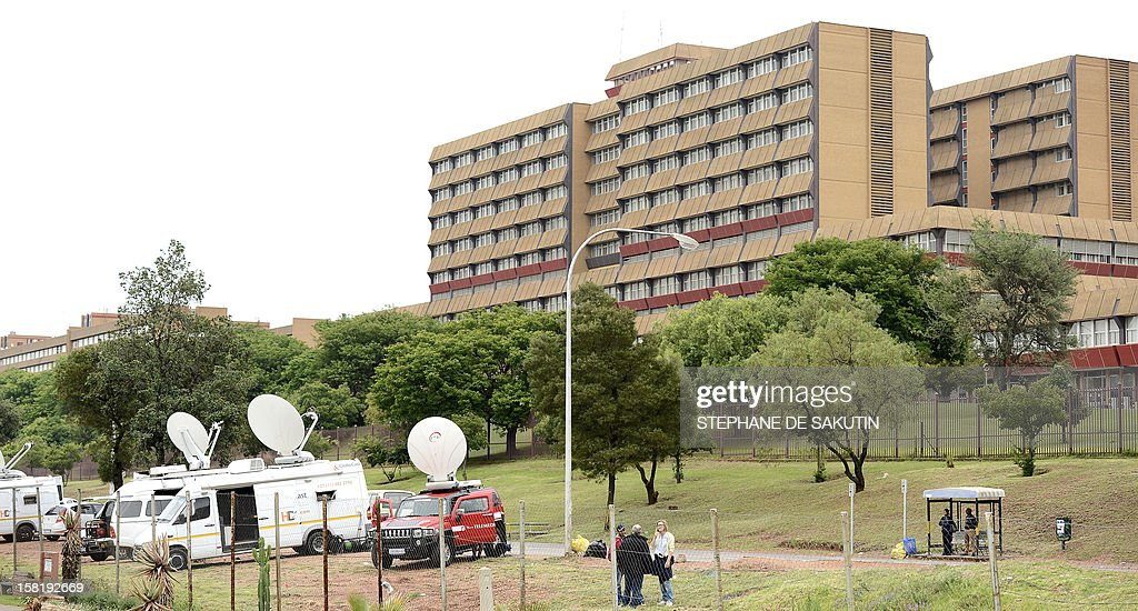 Broadcast vans are parked near the 1 Military Hospital (R) where South Africa's former President Nelson Mandela is hospitalised on December 11, 2012 in Pretoria. Nelson Mandela has a lung infection but is responding to treatment, the South African government said today, as the revered anti-apartheid icon spent his fourth day in hospital. AFP PHOTO / STEPHANE DE SAKUTIN