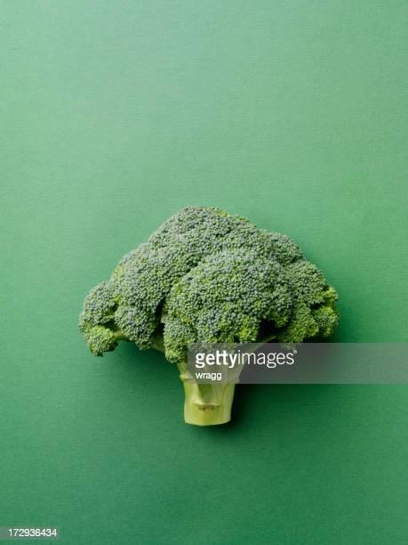 Brokkoli auf einem grünen Hintergrund