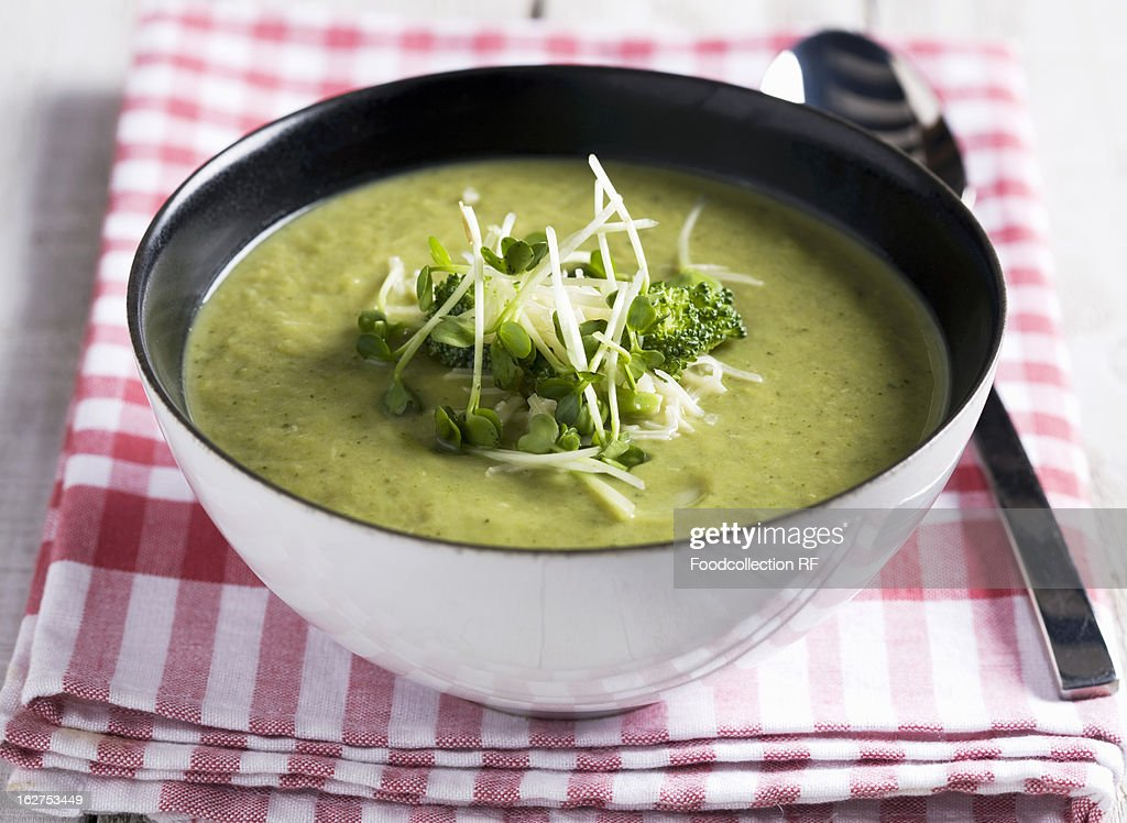 Broccoli soup with cress