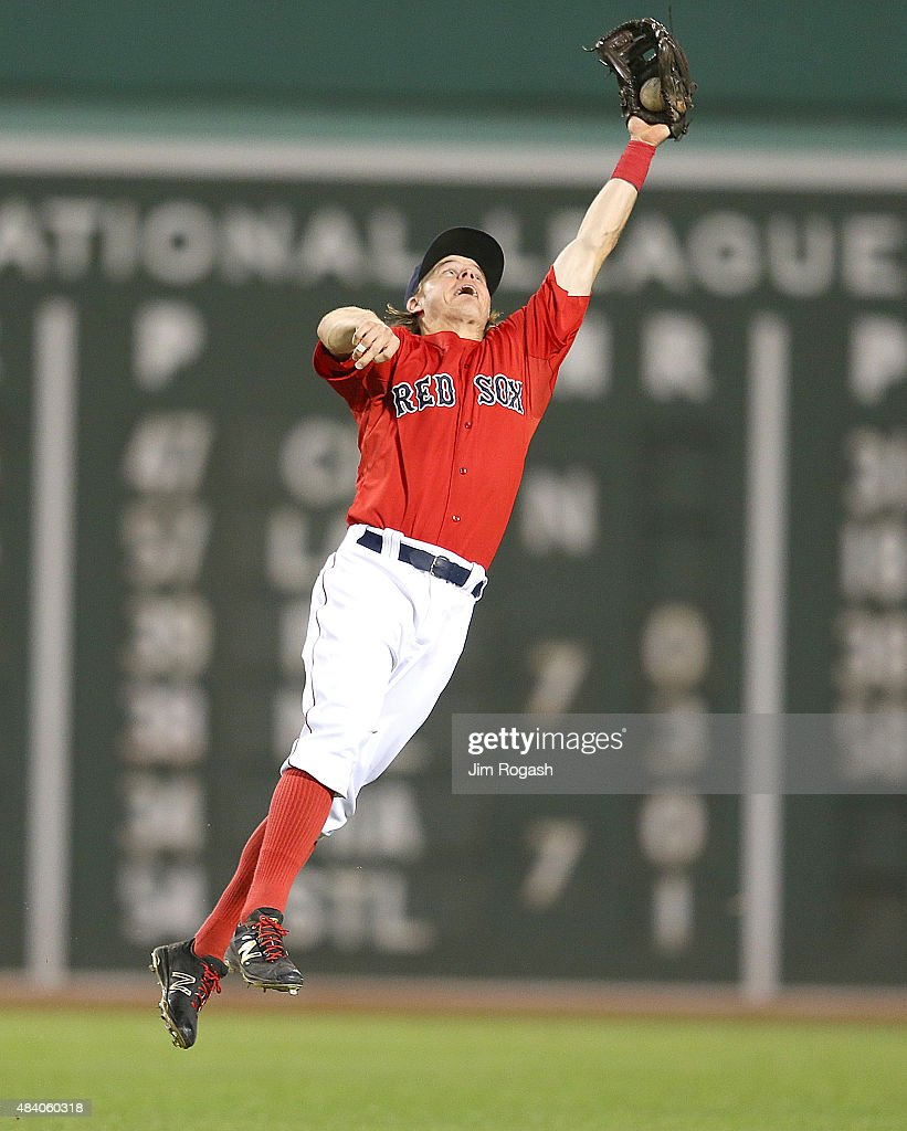 <a gi-track='captionPersonalityLinkClicked' href=/galleries/search?phrase=Brock+Holt&family=editorial&specificpeople=9690034 ng-click='$event.stopPropagation()'>Brock Holt</a> #26 of the Boston Red Sox makes a leaping catch on a ball hit by Nelson Cruz #23 of the Seattle Mariners in the eighth inning at Fenway Park on August 14, 2015 in Boston, Massachusetts.