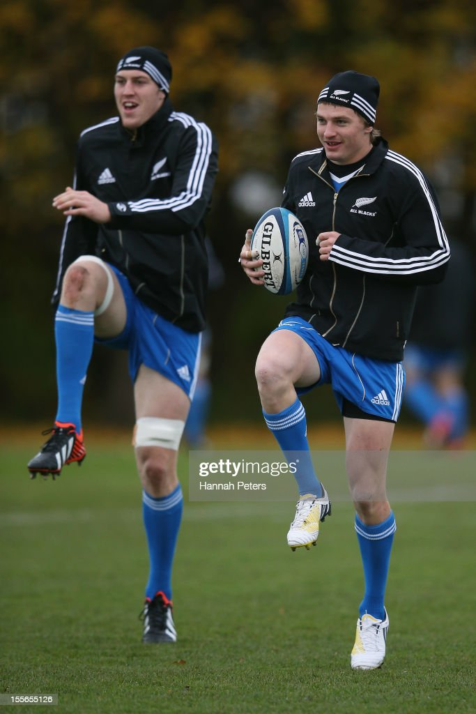 <a gi-track='captionPersonalityLinkClicked' href=/galleries/search?phrase=Brodie+Retallick&family=editorial&specificpeople=7864021 ng-click='$event.stopPropagation()'>Brodie Retallick</a> and <a gi-track='captionPersonalityLinkClicked' href=/galleries/search?phrase=Beauden+Barrett&family=editorial&specificpeople=7264286 ng-click='$event.stopPropagation()'>Beauden Barrett</a> of the All Blacks warm up during a training session at Peffermill University on November 6, 2012 in Edinburgh, Scotland.