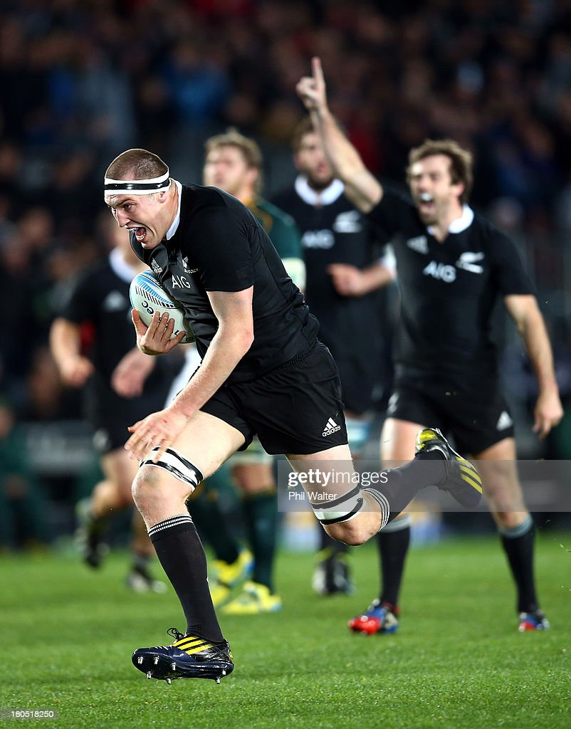 <a gi-track='captionPersonalityLinkClicked' href=/galleries/search?phrase=Brodie+Retallick&family=editorial&specificpeople=7864021 ng-click='$event.stopPropagation()'>Brodie Retallick</a> of the All Blacks runs in to score a try during The Rugby Championship match between the New Zealand All Blacks and the South African Springboks at Eden Park on September 14, 2013 in Auckland, New Zealand.