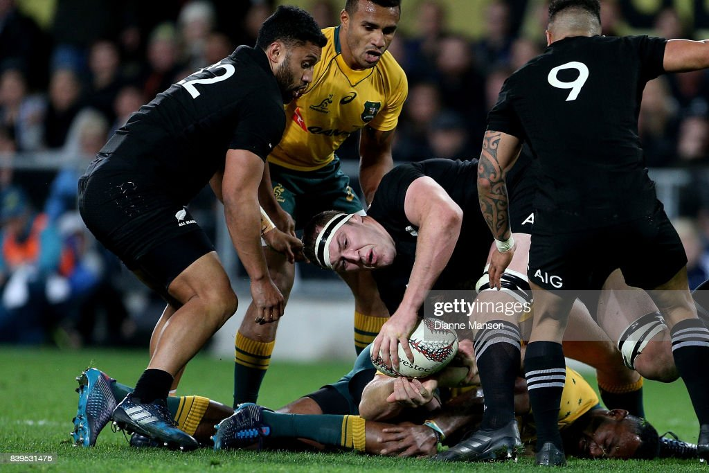 Brodie Retallick of the All Blacks tries to clear the ball during The Rugby Championship Bledisloe Cup match between the New Zealand All Blacks and the Australia Wallabies at Forsyth Barr Stadium on August 26, 2017 in Dunedin, New Zealand.