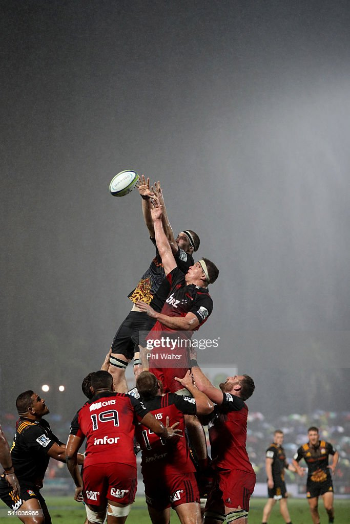 <a gi-track='captionPersonalityLinkClicked' href=/galleries/search?phrase=Brodie+Retallick&family=editorial&specificpeople=7864021 ng-click='$event.stopPropagation()'>Brodie Retallick</a> of the Chiefs and Scott Barrett of the Crusaders contest the lineout during the round 15 Super Rugby match between the Chiefs and the Crusaders at ANZ Stadium on July 1, 2016 in Suva, Fiji.