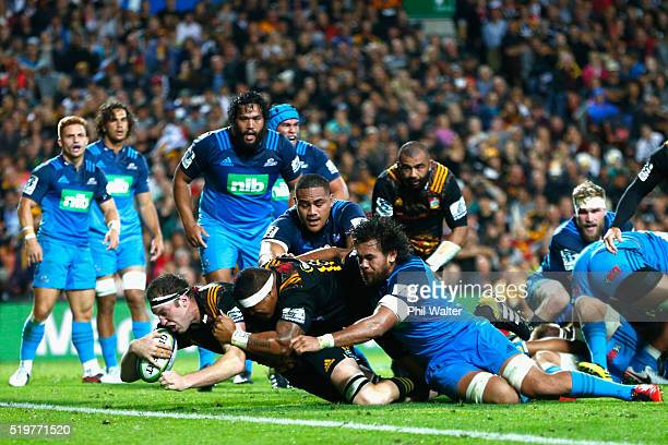 Brodie Retallick of the Chiefs scores the winning try during the round seven Super Rugby match between the Chiefs and the Blues on April 8 2016 in...