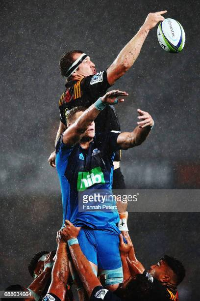 Brodie Retallick of the Chiefs wins lineout ball during the round 14 Super Rugby match between the Blues and the Chiefs and Eden Park on May 26 2017...