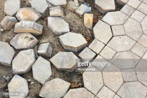 Broken gepflasterten Boden