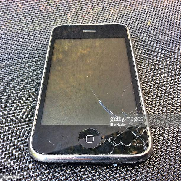 A broken iPhone 3 with cracked screen