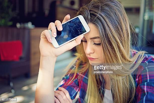 Broken téléphone mobile