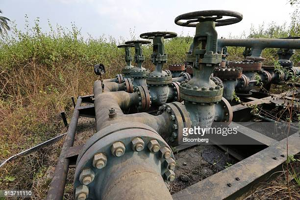 Broken pipework and control valves sit at an abandoned oil flow station operated by Royal Dutch Shell Plc in KDare Nigeria on Wednesday Jan 13 2016...