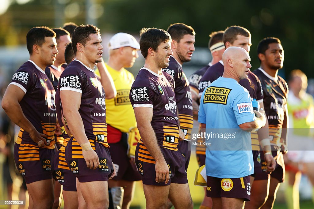 Broncos players look dejected after a Sharks try during the round nine NRL match between the Cronulla Sharks and the Brisbane Broncos at Southern Cross Group Stadium on May 1, 2016 in Sydney, Australia.