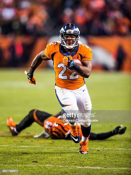 Broncos running back CJ Anderson rushes the field before scoring a touchdown in the fourth quarter that put the Broncos in the lead during the Denver...