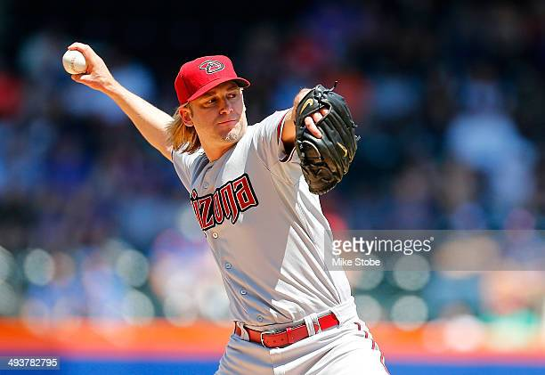 Bronson Arroyo of the Arizona Diamondbacks pitches in the first inning against the New York Mets during game one of a doubleheader at Citi Field on...
