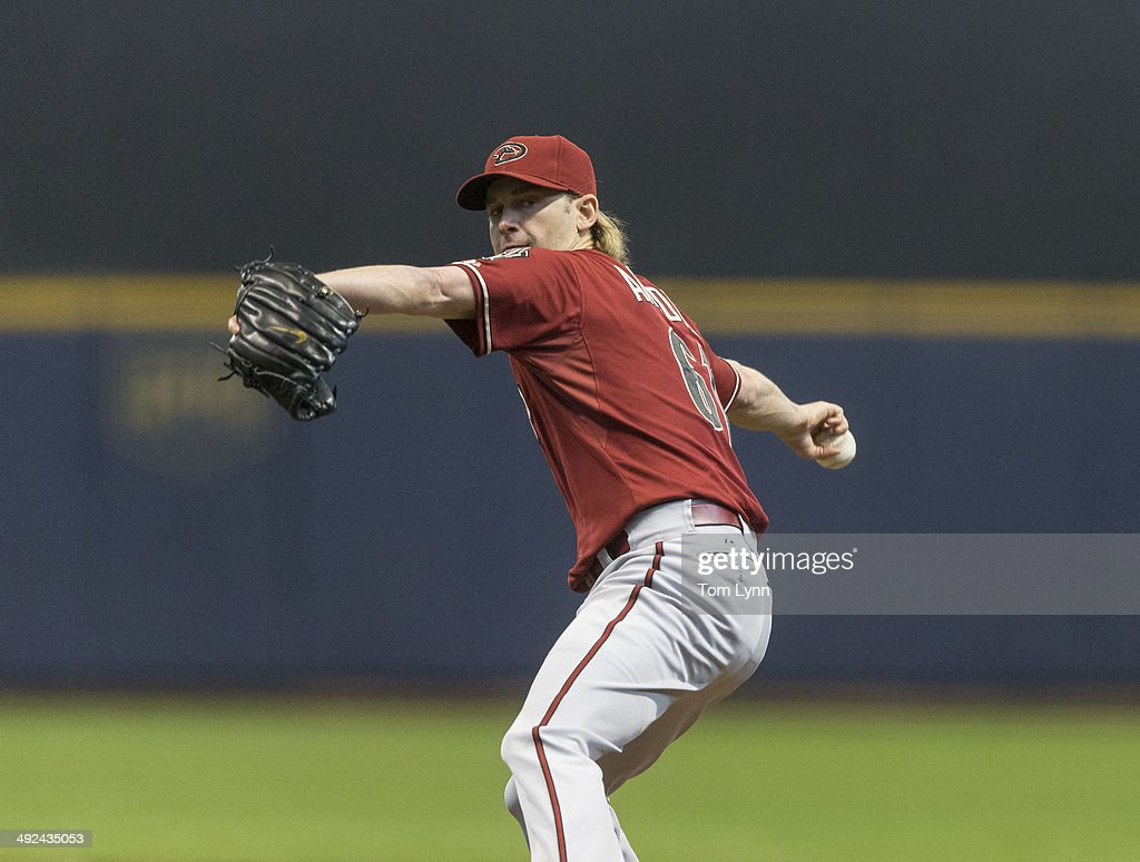 Bronson Arroyo #61 of the Arizona Diamondbacks pitches to a Milwaukee Brewers batter at Miller Park on May 7, 2014 in Milwaukee, Wisconsin.