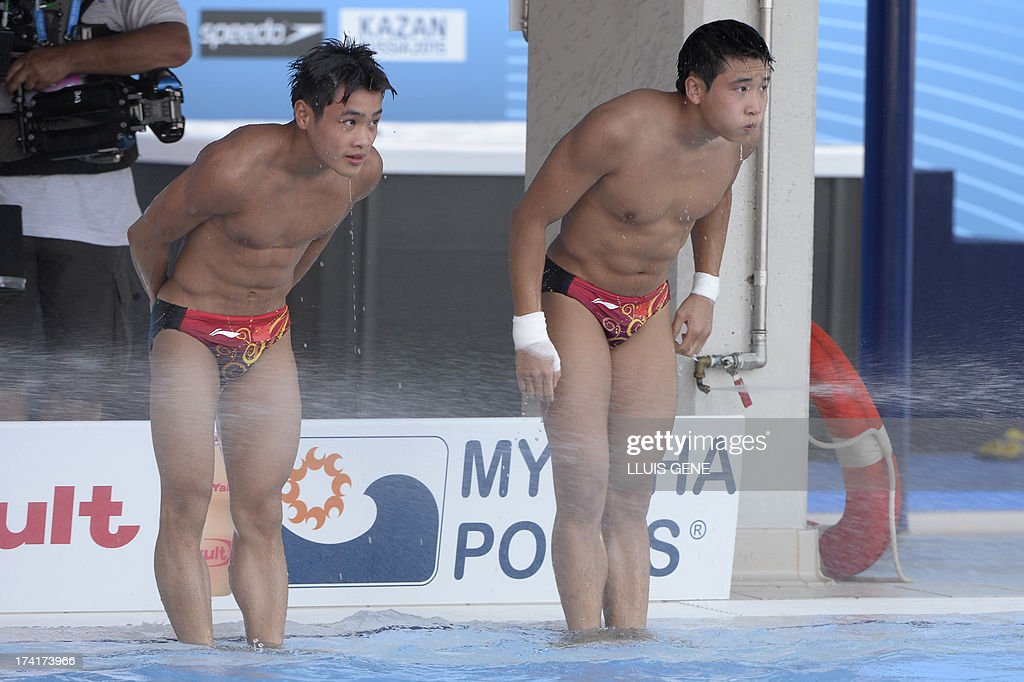 Bronze medallists China's Zhang Yanquan and Cao Yuan bow after their final dive in the men's 10-metre synchro platform final diving event in the FINA World Championships at the Piscina Municipal de Montjuic in Barcelona on July 21, 2013.