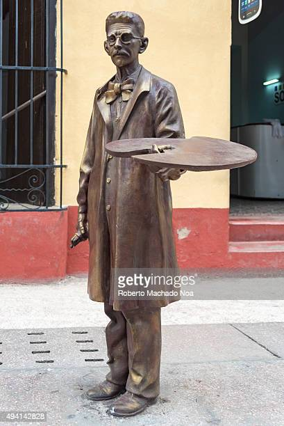 Bronze statue of a local artist at the Sancti Spiritus boulevard Cuba