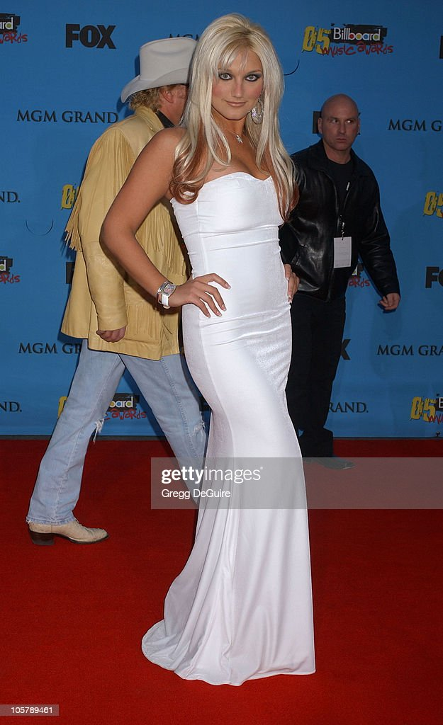 <a gi-track='captionPersonalityLinkClicked' href=/galleries/search?phrase=Brooke+Hogan&family=editorial&specificpeople=206443 ng-click='$event.stopPropagation()'>Brooke Hogan</a> during 2005 Billboard Music Awards - Arrivals at MGM Grand in Las Vegas, Nevada, United States.