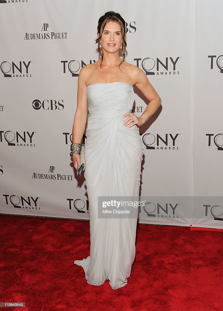 <a gi-track='captionPersonalityLinkClicked' href=/galleries/search?phrase=Brooke+Shields&family=editorial&specificpeople=202197 ng-click='$event.stopPropagation()'>Brooke Shields</a> attends the 65th Annual Tony Awards at the Beacon Theatre on June 12, 2011 in New York City.