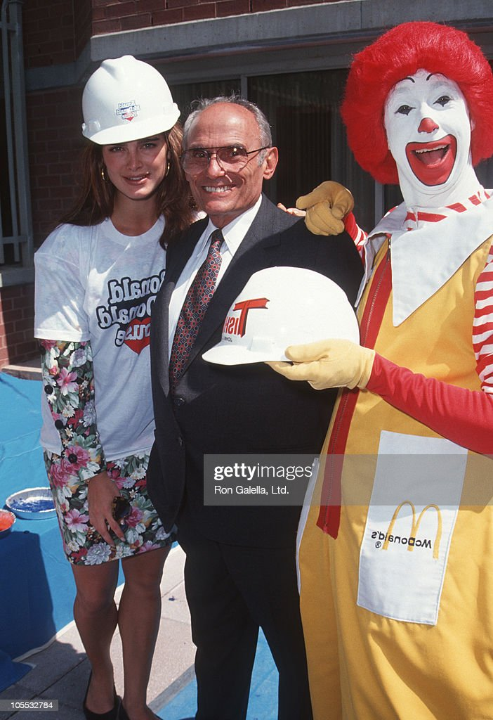 <a gi-track='captionPersonalityLinkClicked' href=/galleries/search?phrase=Brooke+Shields&family=editorial&specificpeople=202197 ng-click='$event.stopPropagation()'>Brooke Shields</a>, John Tischman and Ronald McDonald during Helping Hands Event at Ronald McDonald House - July 22, 1992 at Ronald McDonald House in New York City, New York, United States.